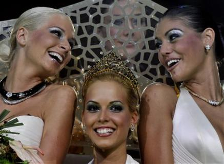 winners-of-the-miss-plastic-hungary-beauty-pageant-queen-reka