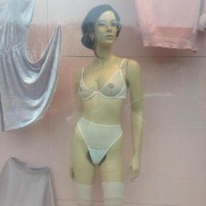 american_apparel_pubic_hair_mannequins